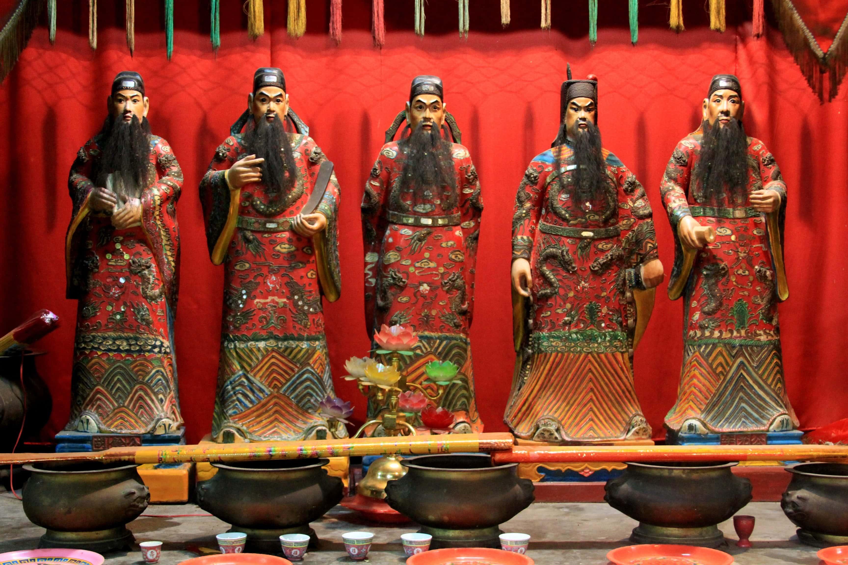 Five_officials_haikou_2010_01
