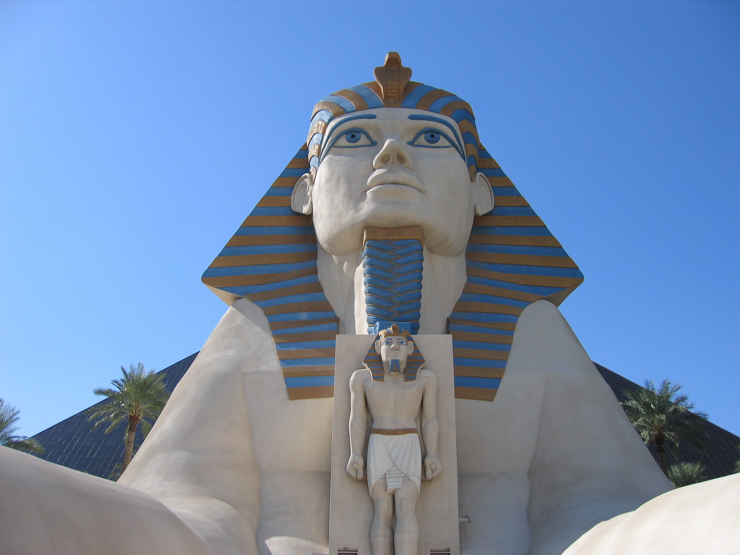 Luxor_Hotel_sphinx