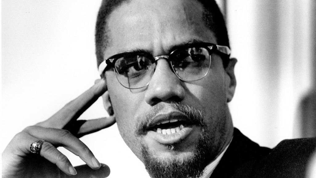malcolm x leadership style Teenage years tried boxing dropped out in junior high started to realize the treatment of blacks moved to boston childhood born may 19, 1925 4th of 7 children.