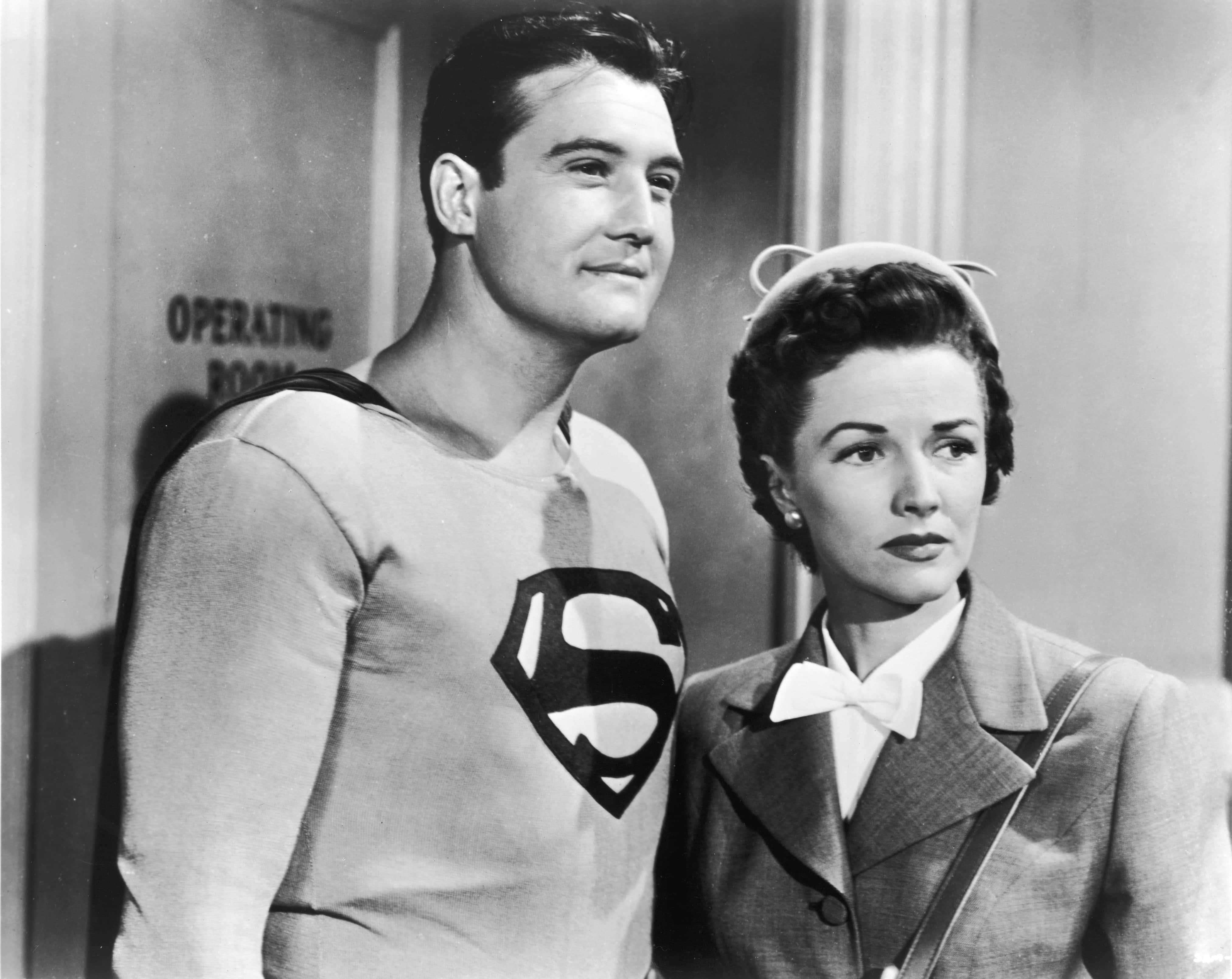 Superman & Lois Lane in black'n white.