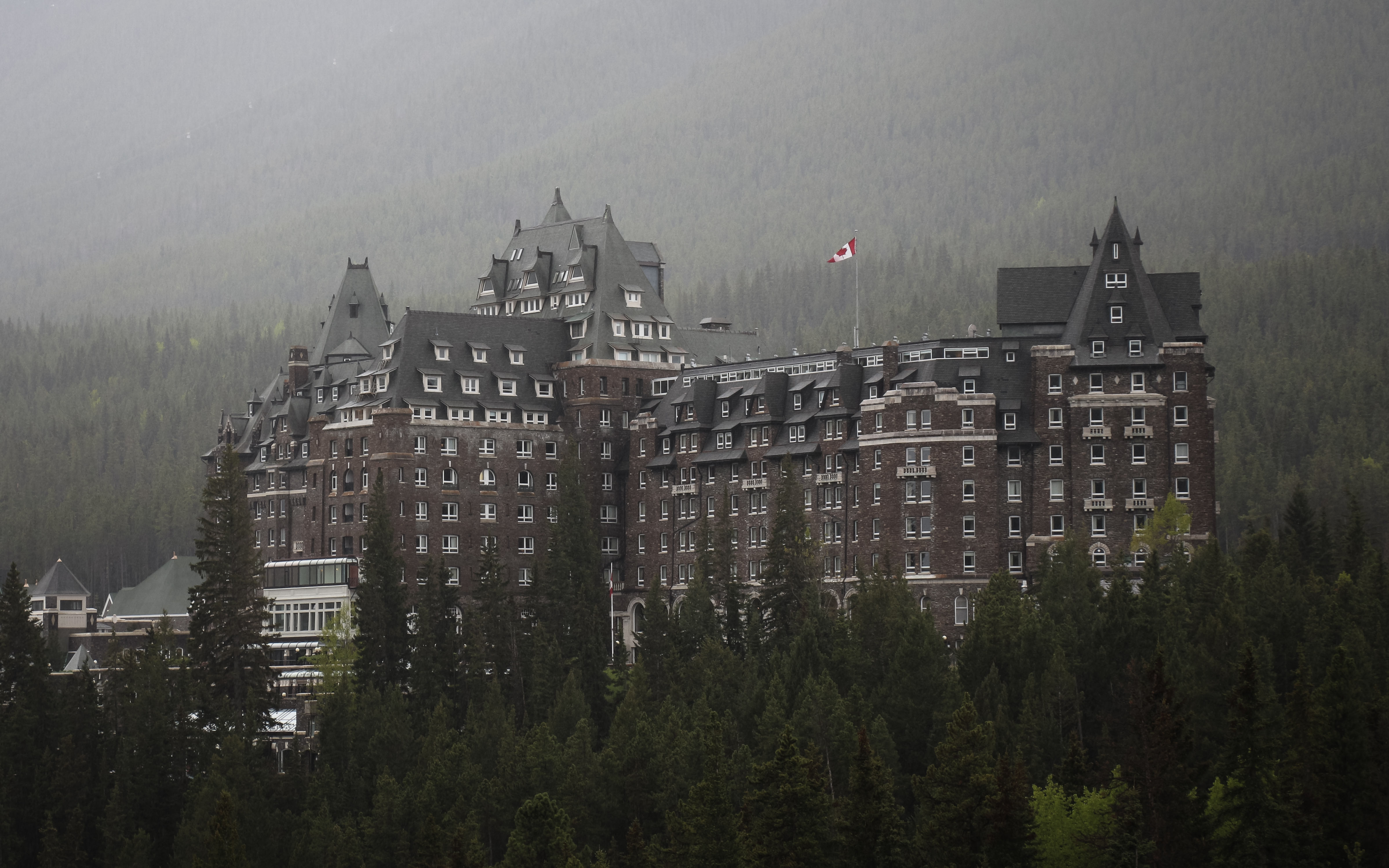 Large haunted hotel in Alberta (Banff Fairmont)