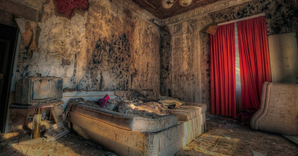 Astonished People Share Their Most Shocking Hotel Stories
