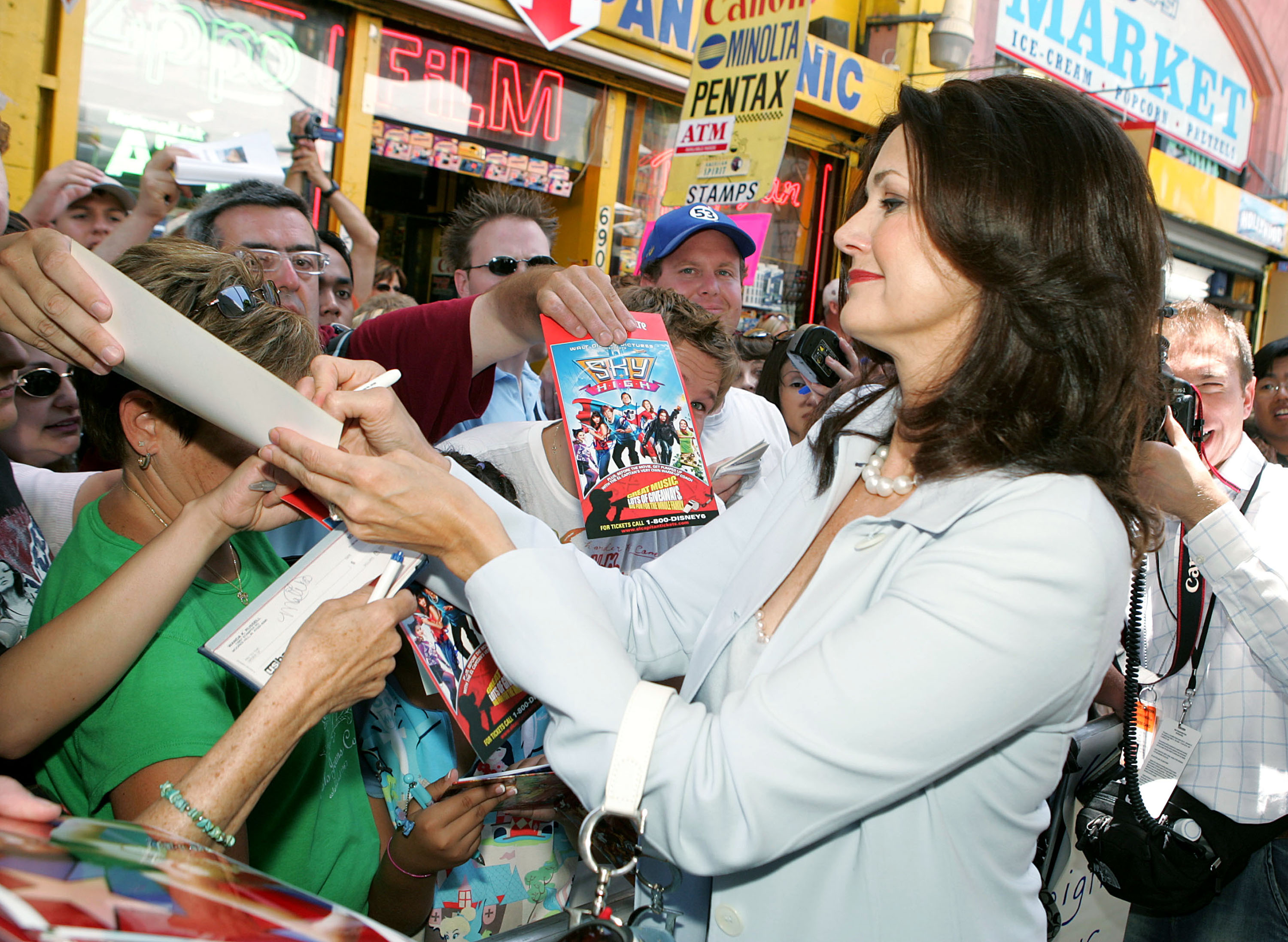 Lynda Carter Facts