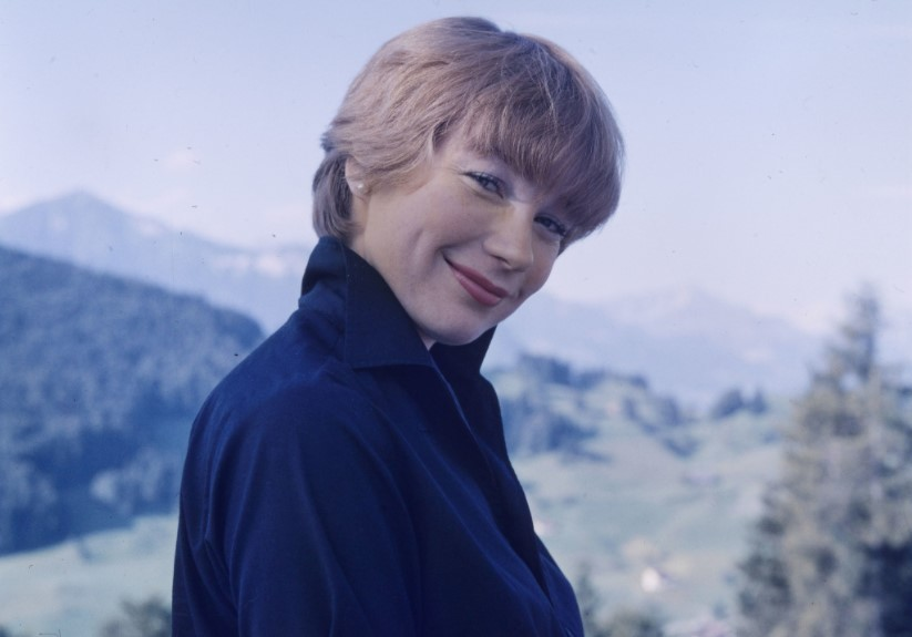 Shirley MacLaine Facts